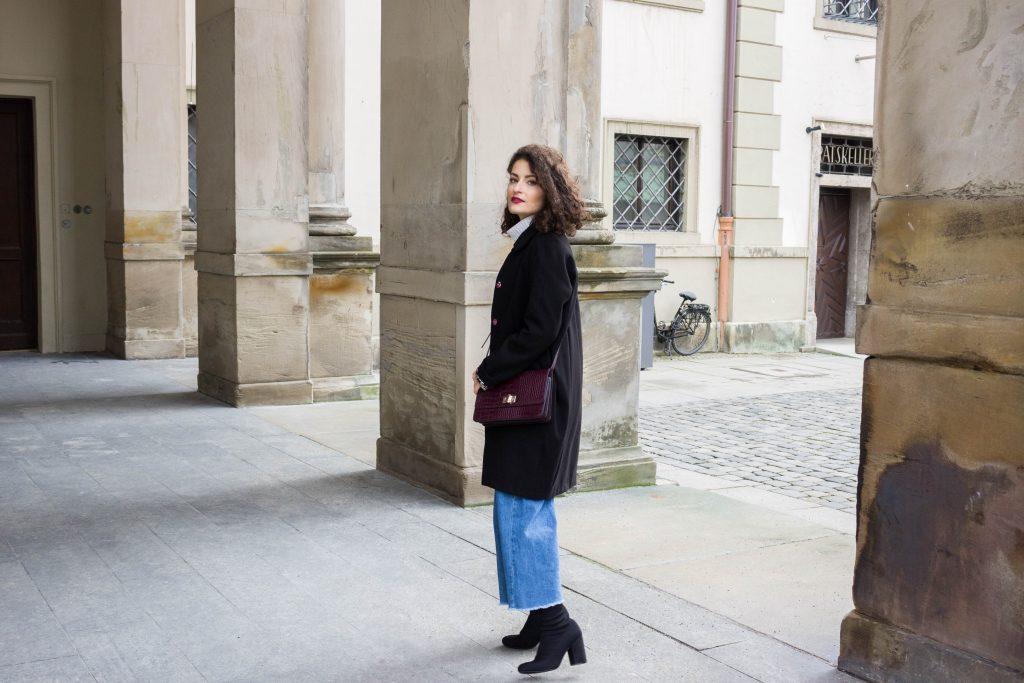 How to wear wide-leg jeans